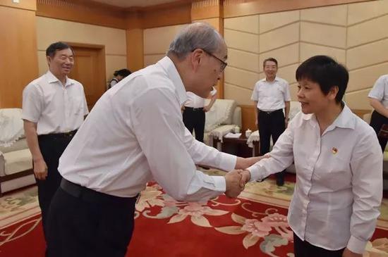 最高检检察长张军看望甘公荣