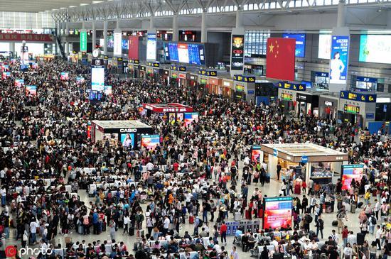 上海虹桥火车站迎国庆返程高峰 图自IC photo