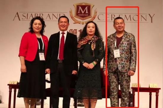 出席第11届亚洲品牌(澳门)盛典的钱建坤(右一)