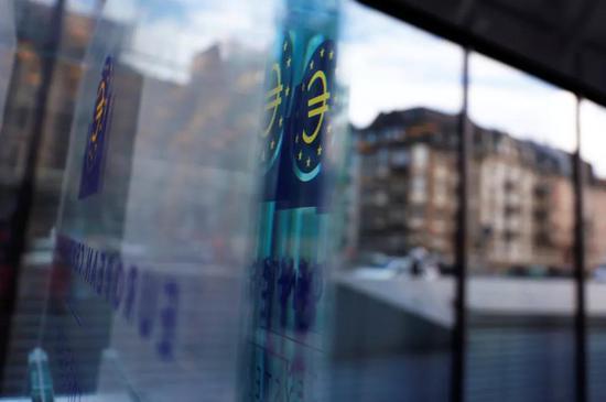 这是3月7日在德国法兰克福欧洲中央银行总部拍摄的欧元标志。新华社/路透