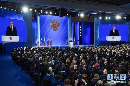 俄总统普京向议会上下两院发表国情咨文