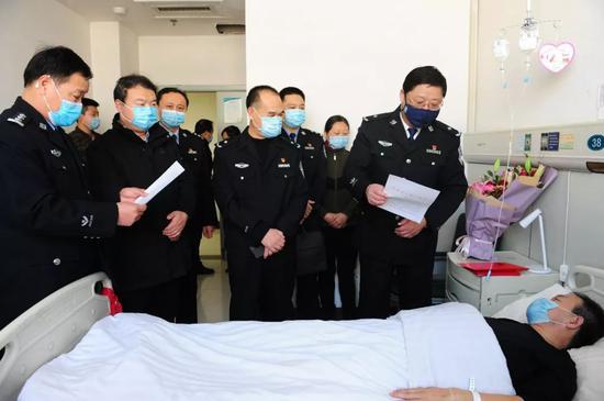 4儿俄通人土聚童被3天体的解释计死境外集性教师检