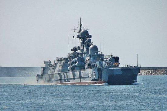 """资料图片:俄海军""""布拉风"""" 号导弹气垫舰航行资料图。(俄海军官网)"""
