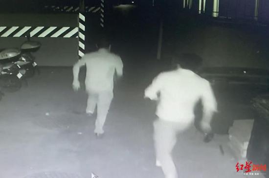 """遇查酒驾 男子竟开车拐进交警大队院子""""自投罗网"""""""