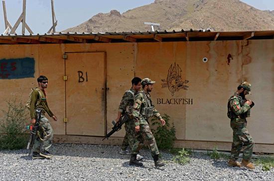 阿富汗政府军两架直升机相撞 造成9人死亡