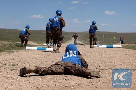 """美国与蒙古国举行""""可汗探索""""-2016联合军事演习。图片来源:新华社"""