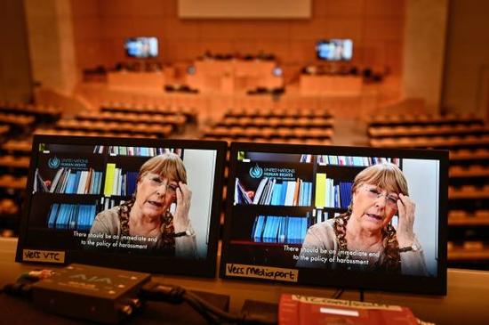 (图说:联合国人权事务高级专员巴切莱特在线发表讲话。图/AFP)