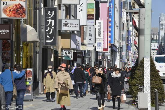 东京街头的游客。(图片来源:视觉中国)
