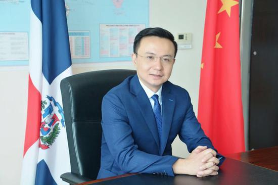 中华人民共和国首任驻多米尼加大使张润。