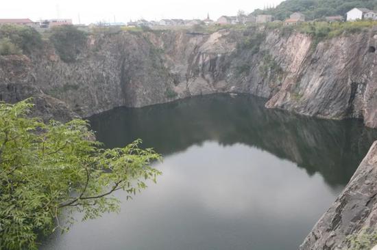 澳门威尼斯人开户_日本挖的88米巨坑中国砸20亿填平_还成了世界奇迹