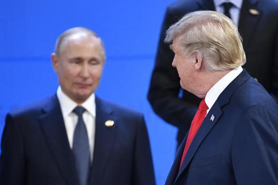 特朗普与普京未握手致意。(图:法新社)