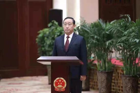 △司法部部长傅政华出席律师集体宣誓仪式并担任监誓人