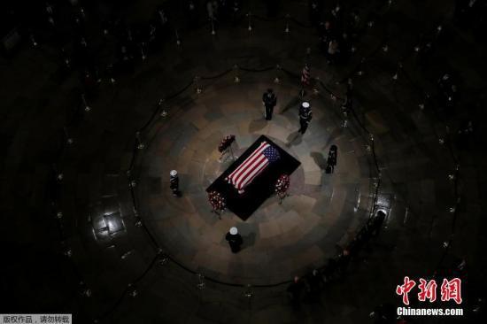 原料图:当地时间2018年12月3日,美国前总统老布什的灵柩送抵美国国会大厦,正式的追悼仪式就此最先。