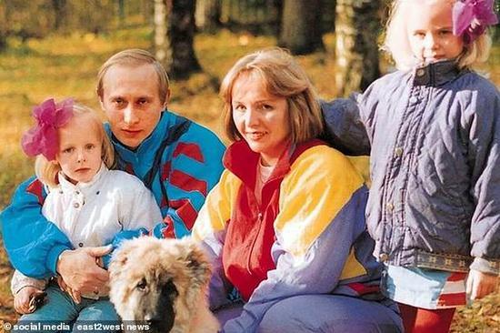 普京与前妻以及两个女儿