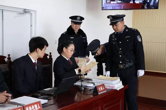 庭前,公诉人足够准备了出庭预案。