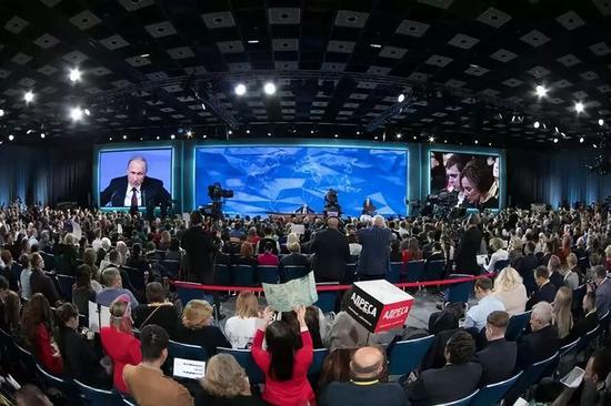 12月20日,俄罗斯总统普京举走年度记者会。新华社记者白雪骐摄