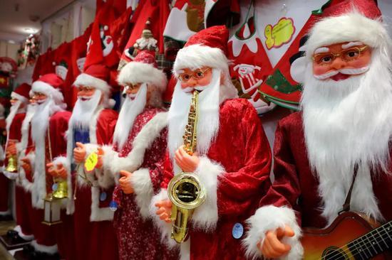 这满眼的圣诞树圣诞帽圣诞老人,说它是全球最有圣诞气氛的地方也不为过了!