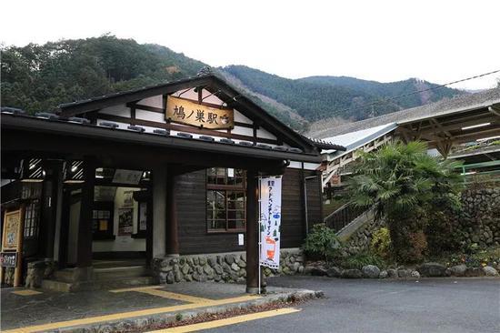 图为鸠之巢车站。