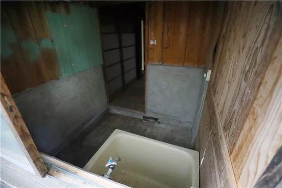 """图为""""乡下生活声援住宅""""浴室。"""