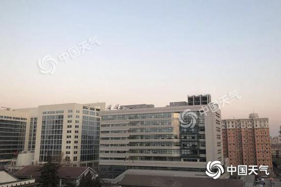 今天7时,北京海淀区天气晴益,气温-7℃寒意袭人。