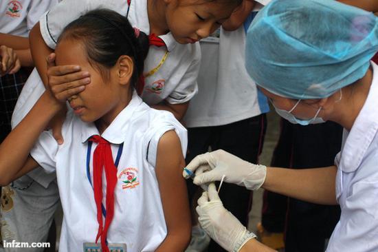 2018年发生的长春长生伪疫苗事件,引发舆论凶猛关注。(东方IC/图)