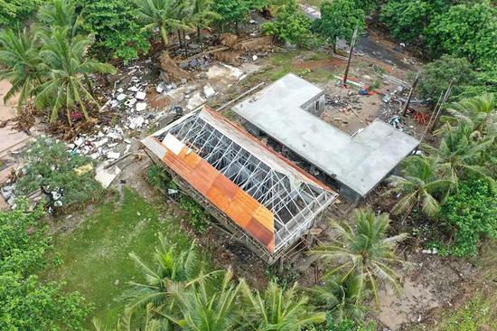 这是12月25日航拍的遭海啸攻击后的印度尼西亚万丹省丹戎勒松度伪村。(新华社记者杜宇摄)
