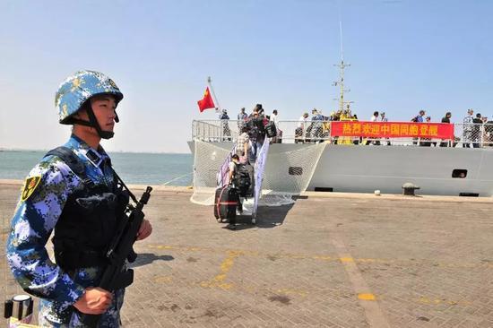 中国海军撤侨走动