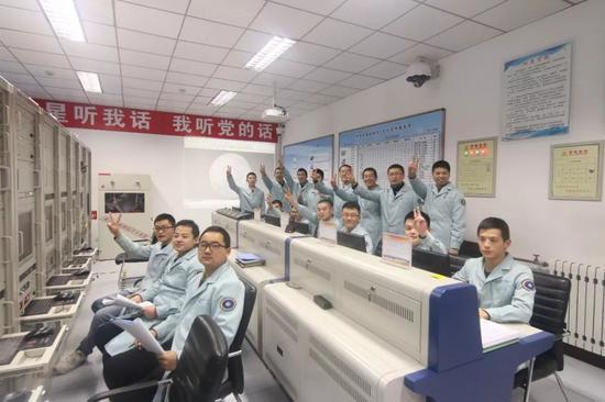 佳木斯站地面测控人员(吕炳宏、骆成摄)