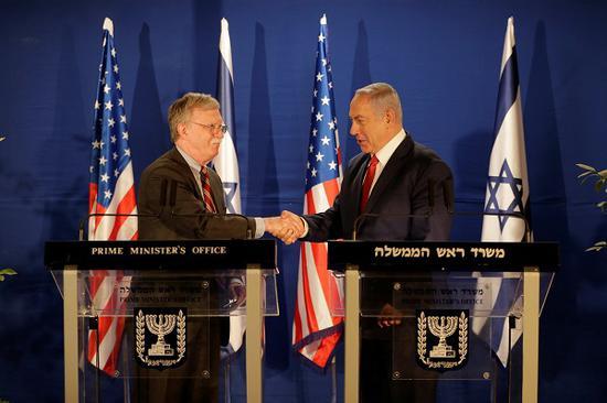 美国国家安全事务助理博尔顿日前出访以色列。(NBC)