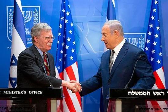 当地时间2019年1月6日,耶路撒冷,以色列总理内塔尼亚胡与美国国家安全事务助理博尔顿(左)会晤