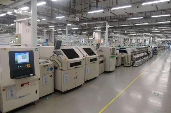 华为南方工厂手机生产线