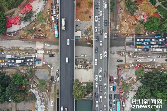 图为正在全面整修的宝安大道(深圳新闻网记者摄于2019年1月17日)