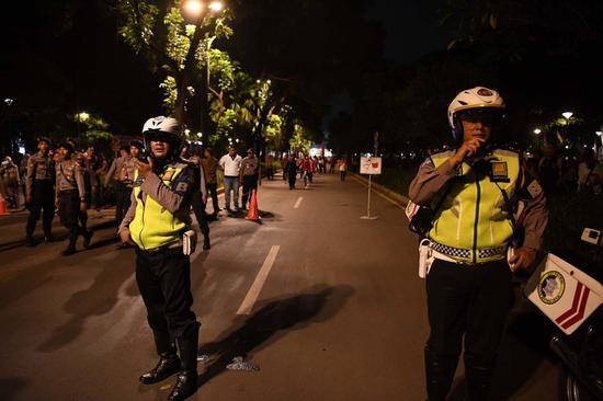 当地警察对现场进行封锁。(图源:《雅加达邮报》)