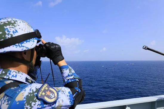 第31批护航编队自去年12月份出发之后,就一直牵动着祖国亲人的心。近日,大洋又传捷报,远在异乡海域的海军战士们,用一波漂亮的临机操作,在圆满完成任务的同时,再一次彰显了我国海军的强大力量。