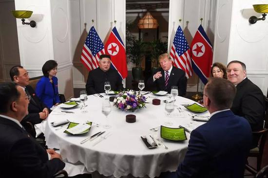 ▲资料图片:2月27日,特朗普和金正恩举行晚宴。(法新社)