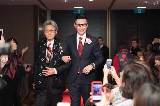 安乐善终前,傅达仁参加儿子的婚礼。受访者供图