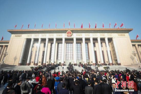 资料图:参会代表入场。中新社记者 杜洋 摄