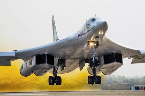 俄罗斯图-160战略轰炸机 (资料图)
