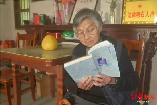海子母亲也慢慢成了海子的读者