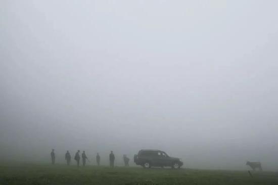 △2017年7月14日,新疆那拉提,巡护的士兵。