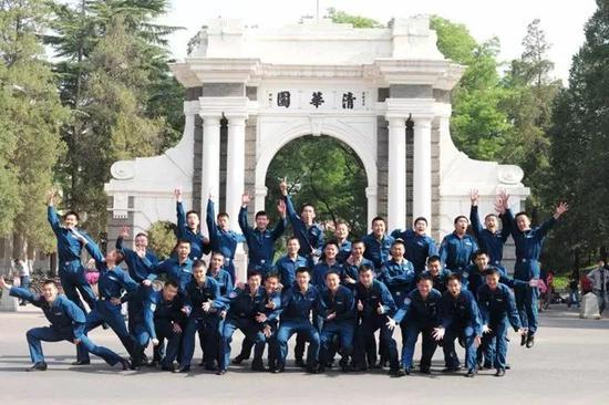 空军与清华大学联合培养的飞行学员 来源:空军发布