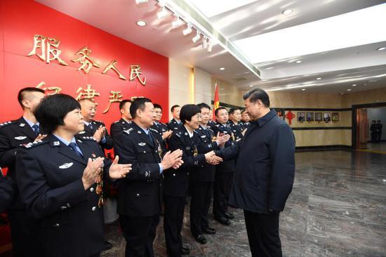 2019年2月1日,习近平到北京市公安局考察调研,看望公安干警。