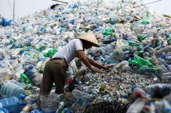 (图为越南的一座塑料垃圾回收厂 图源:参考消息网)