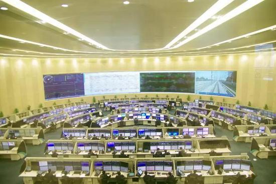 图为中国铁路上海局集团有限公司调度指挥中心(图片由上海铁路局宣传部提供)