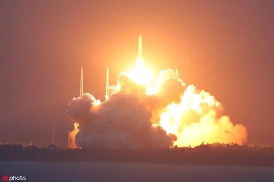 ▲资料图片:长征五号遥二火箭发射升空。(东方IC)