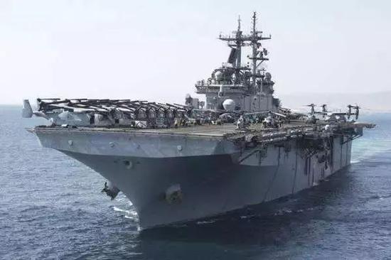 """""""基萨奇山""""号两栖攻击舰"""
