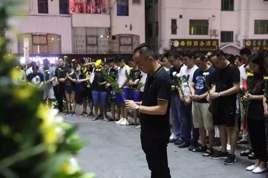 深圳市民送别去世男童