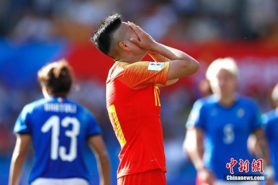 资料图:李影打进中国女足在本届世界杯上的唯一进球,对于未晋级8强的结果,她觉得非常遗憾。中新社记者 富田 摄