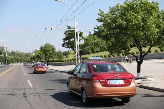平壤市内的出租车↑