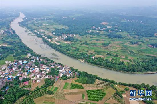 这是位于广西全州县凤凰镇的凤凰嘴湘江河段(6月29日无人机拍摄)。新华社记者 陆波岸 摄